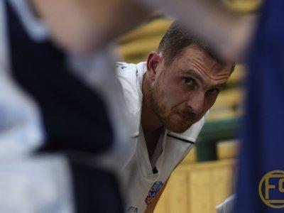 Basketbalisté výhru zPardubic nepřivezli.